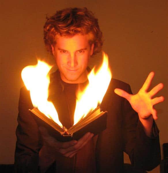 Magician Illusionist Mentalist Matias