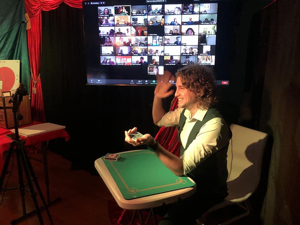 Virtual Queens magician