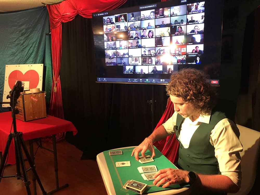 Virtual magician Queens